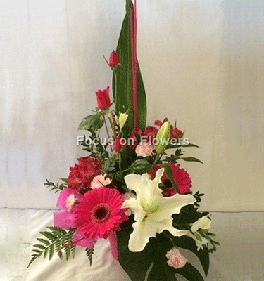 flower arrangement in pink and white
